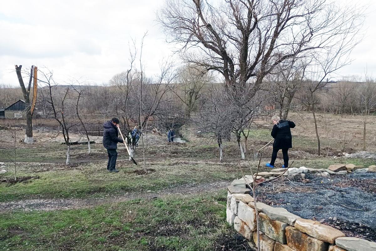 Активисты Городищенского первичного отделения ОД «Мир Луганщине» провели субботник 3