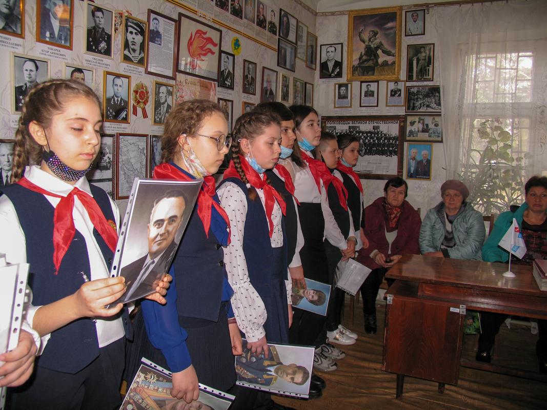 В Лутугино прошла встреча активистов ОД «Мир Луганщине» со школьниками ко Дню космонавтики 3