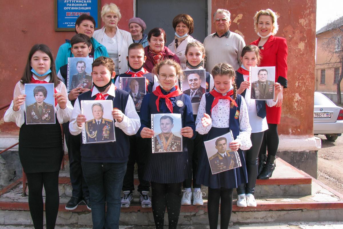 В Лутугино прошла встреча активистов ОД «Мир Луганщине» со школьниками ко Дню космонавтики