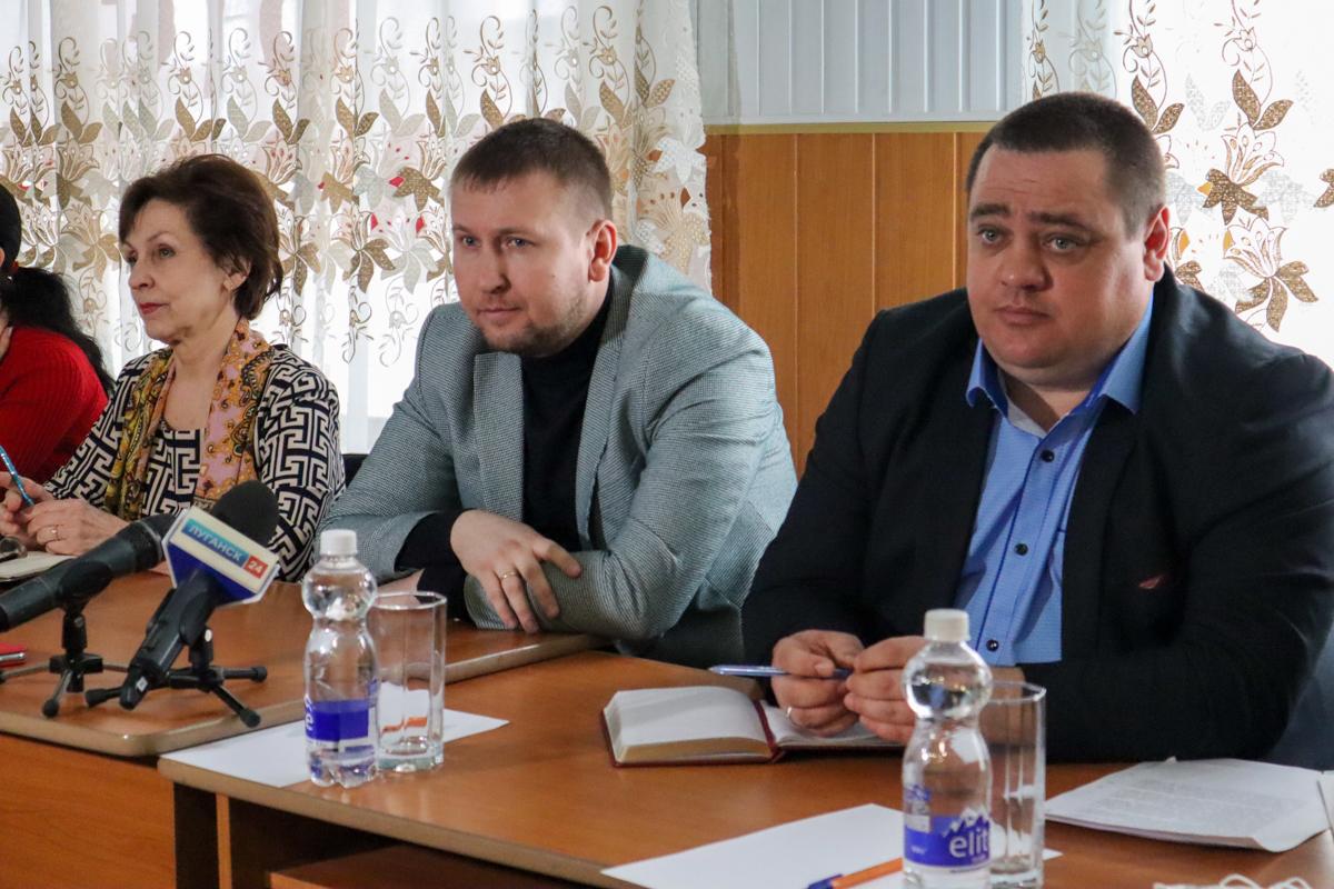 Денис Мирошниченко встретился с активистами Дзержинского первичного отделения ОД «Мир Луганщине»