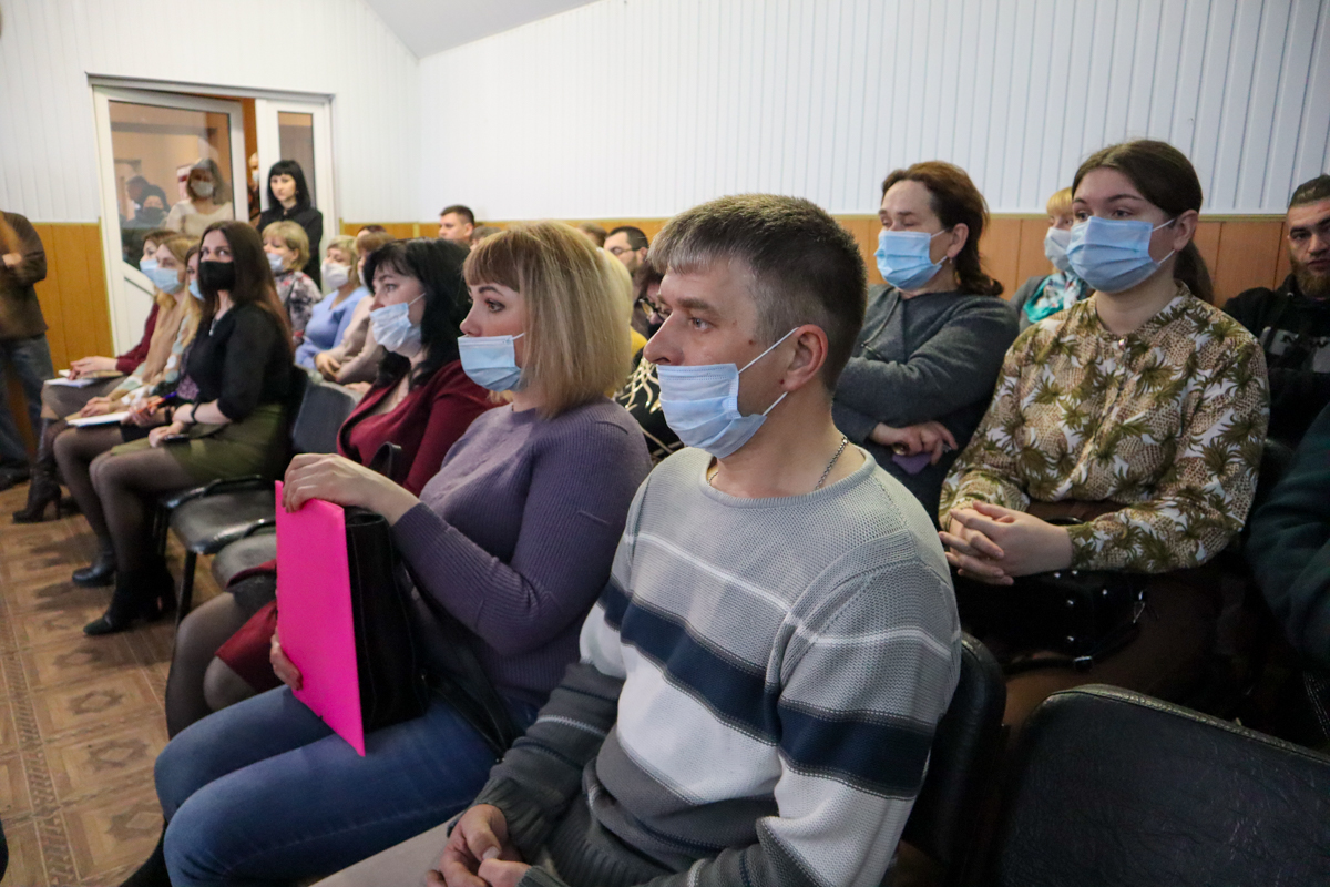 Денис Мирошниченко встретился с активистами Дзержинского первичного отделения ОД «Мир Луганщине» 5