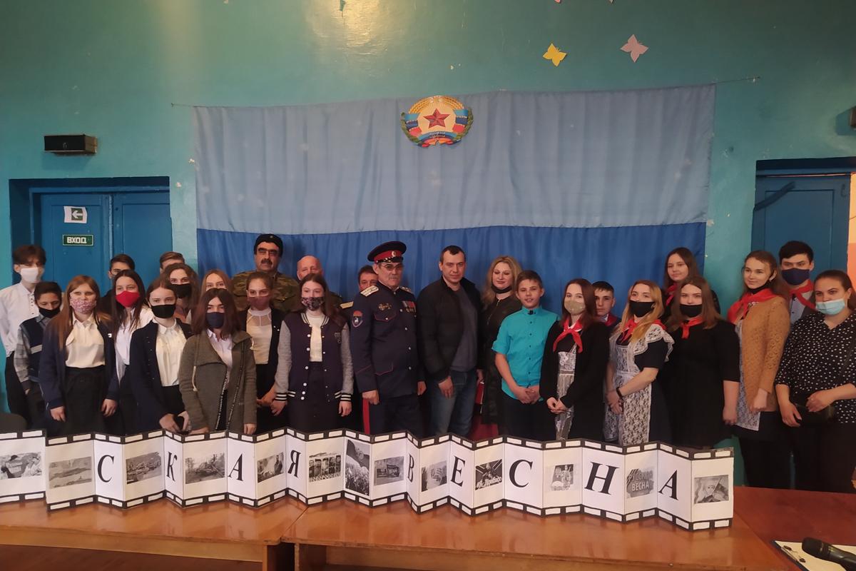 В посёлке Большекаменка прошла встреча с участниками взятия под контроль Луганского управления СБУ