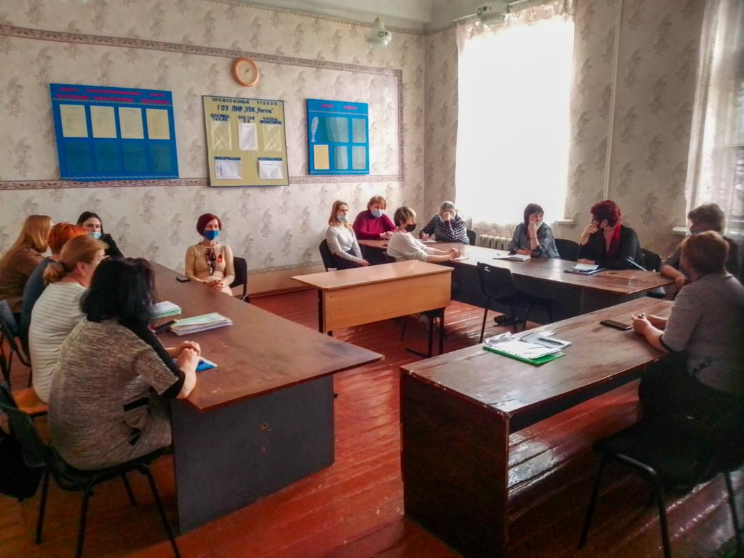 Работник исполкома Алчевского теротделения ОД «Мир Луганщине» встретился с активистами