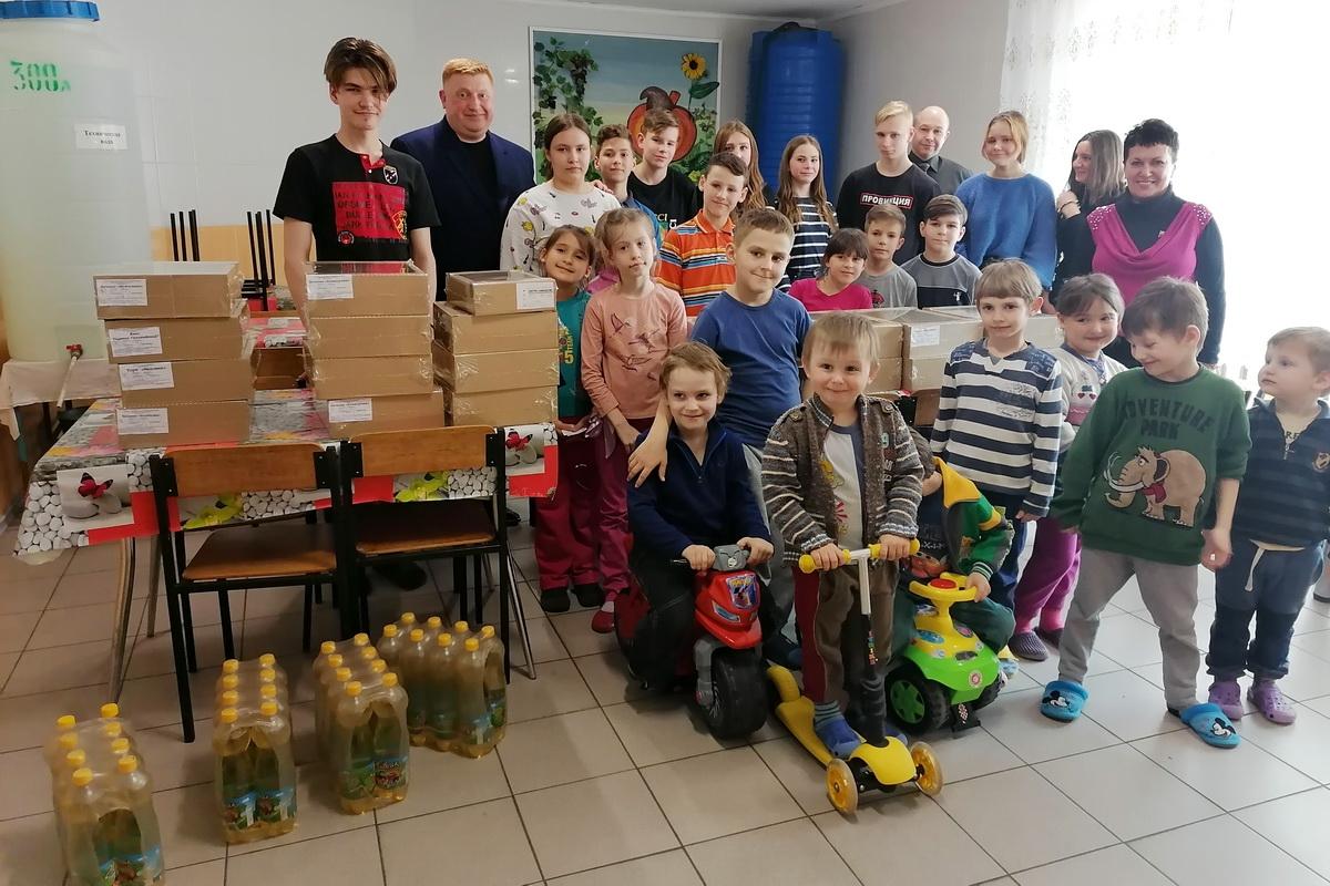 Депутат Ирина Андрух передала сладости и игрушки в центр реабилитации в Луганске