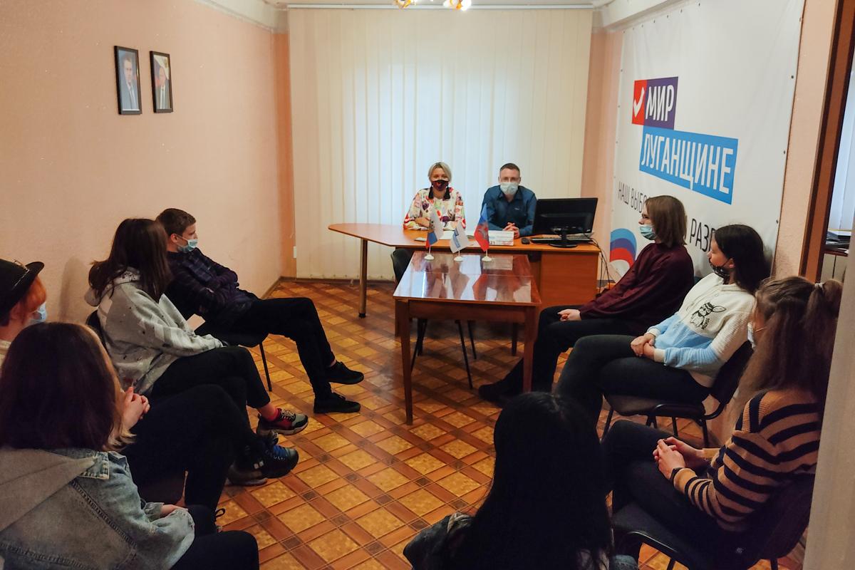 Тематический час «Донорство в ЛНР и России» состоялся в Алчевске