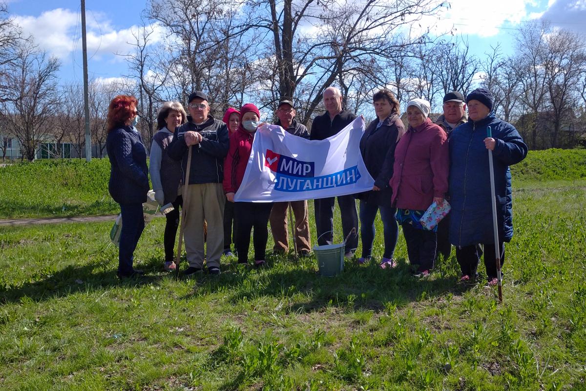 В поселке Фабричное активисты провели субботник