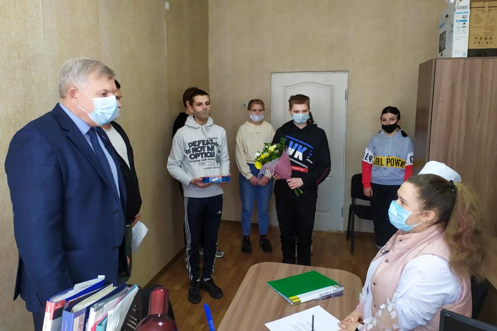 В преддверии Праздника Весны и Труда в Краснодоне поздравили представителей трудовых профессий
