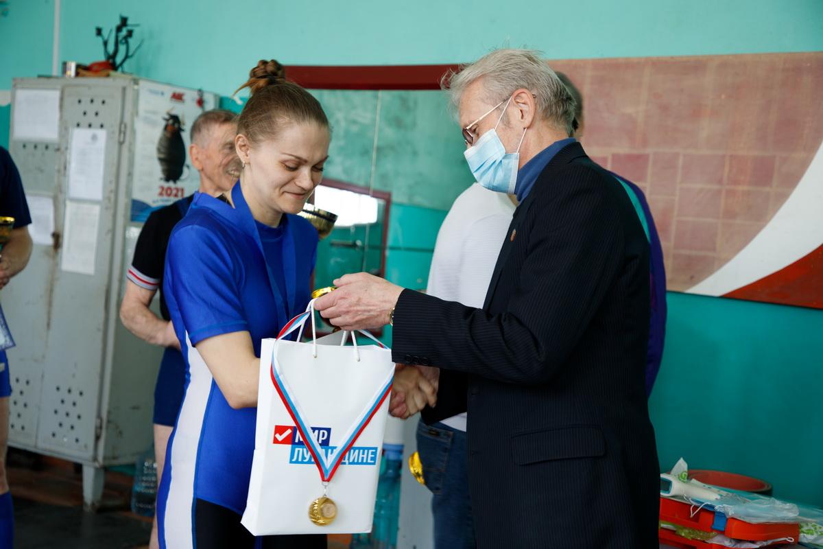 Турнир для ветеранов спорта провели в Луганске