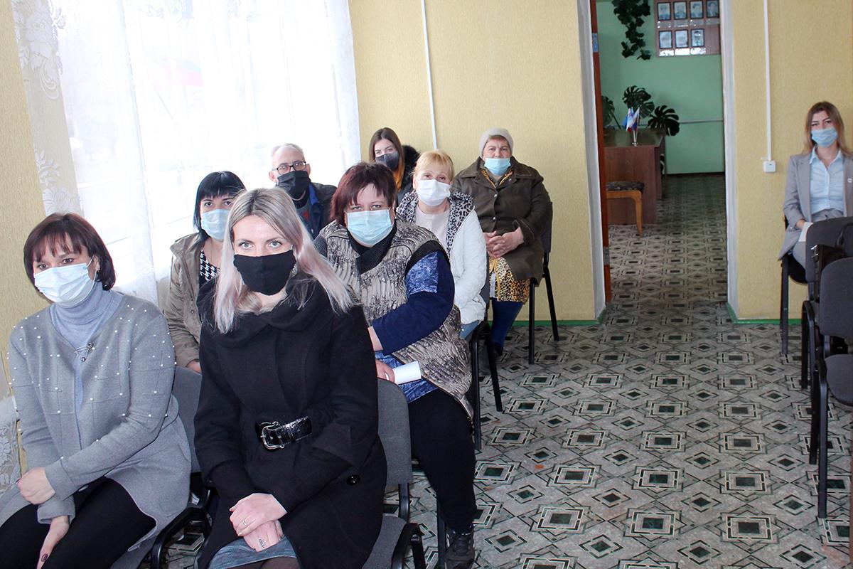 Руководитель исполкома Краснолучского теротделения ОД «Мир Луганщине» встретился с жителями поселка Хрустальное3