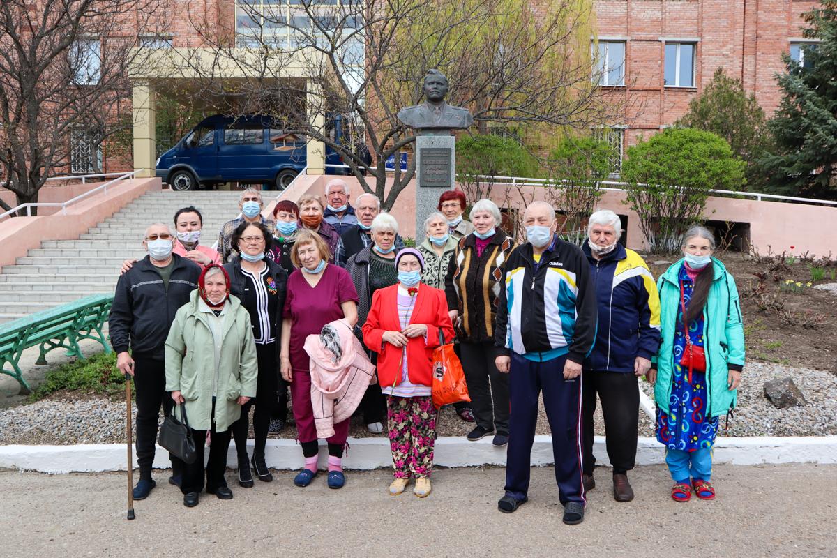 В Луганском госпитале ветеранов поздравили с Праздником Весны и Труда и Днём Победы
