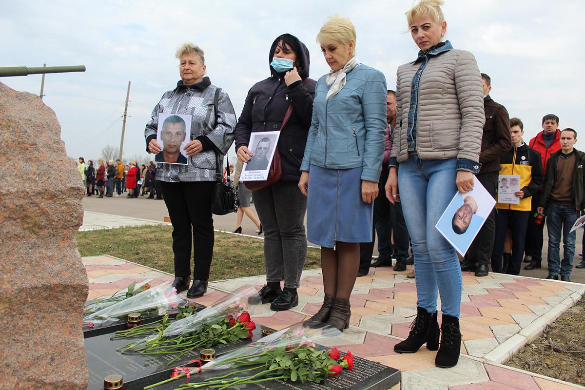 В городах и районах Республики почтили память жертв украинской агрессии 20