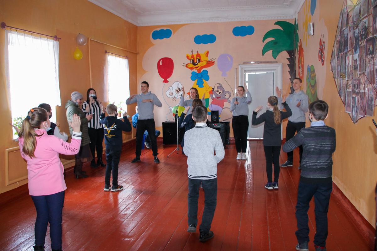 Волонтёры передали настольные игры в отдалённые посёлки Антрацитовского района 2