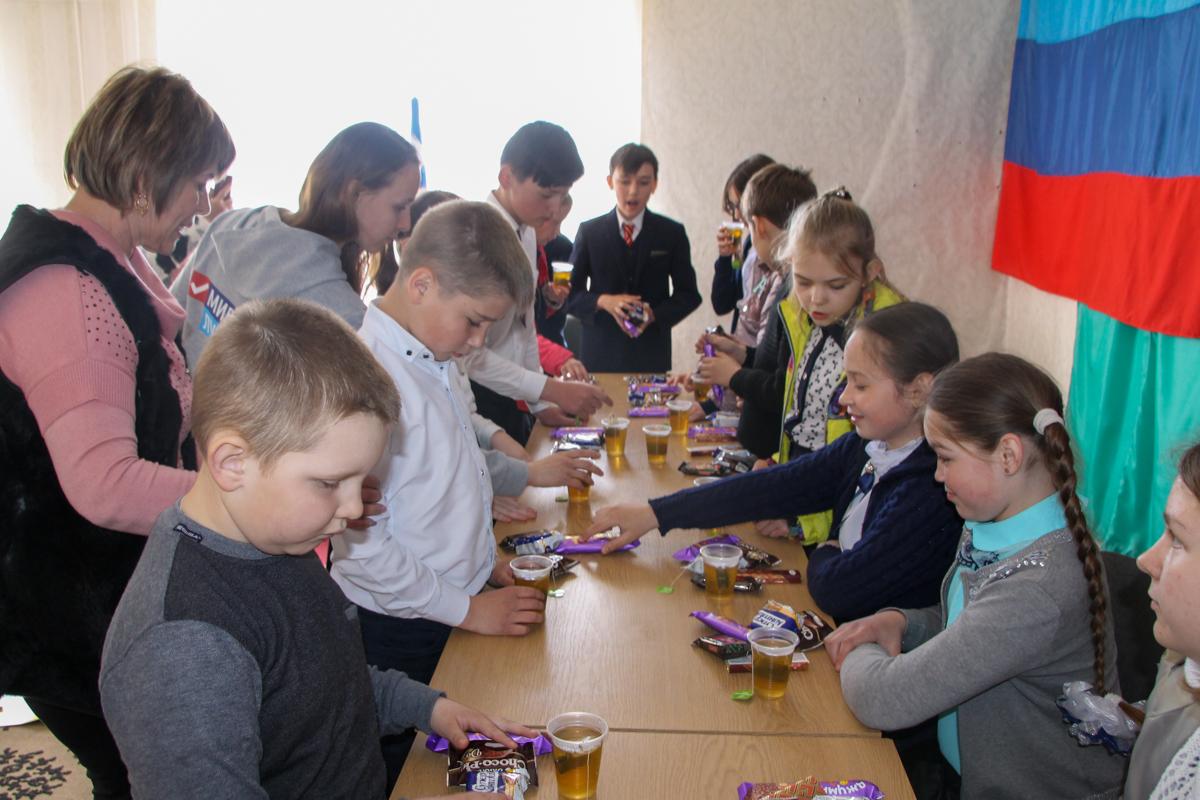 Волонтёры передали настольные игры в отдаленные поселки Антрацитовского района 2