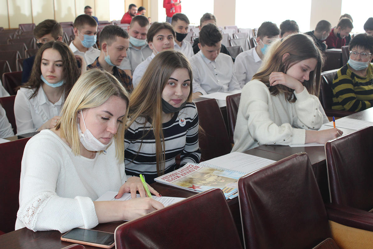 Даниил Степанков встретился с активом проекта «Молодая Гвардия» в Славяносербске 4