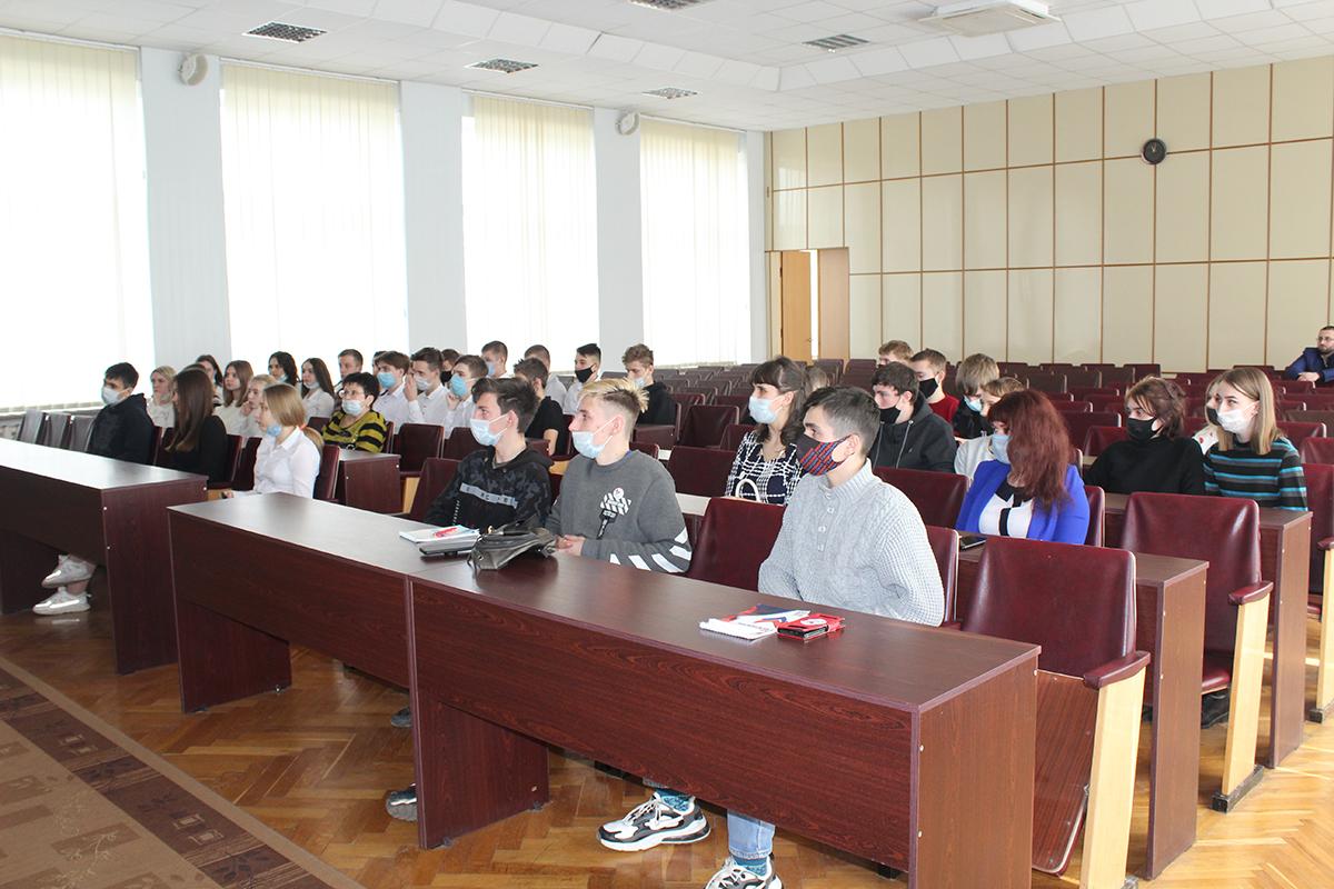 Даниил Степанков встретился с активом проекта «Молодая Гвардия» в Славяносербске 2