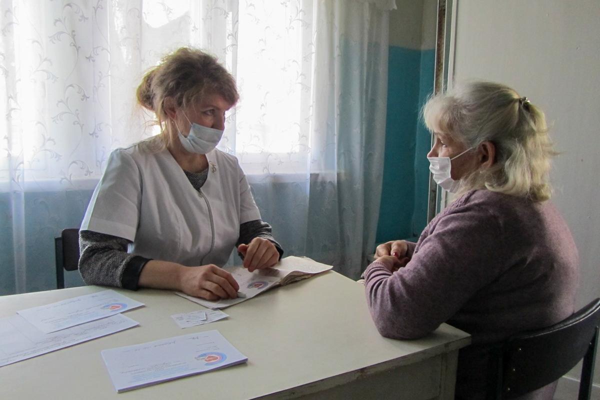 Врачи из Луганска провели выездной приём в прифронтовом посёлке Донецкий 4