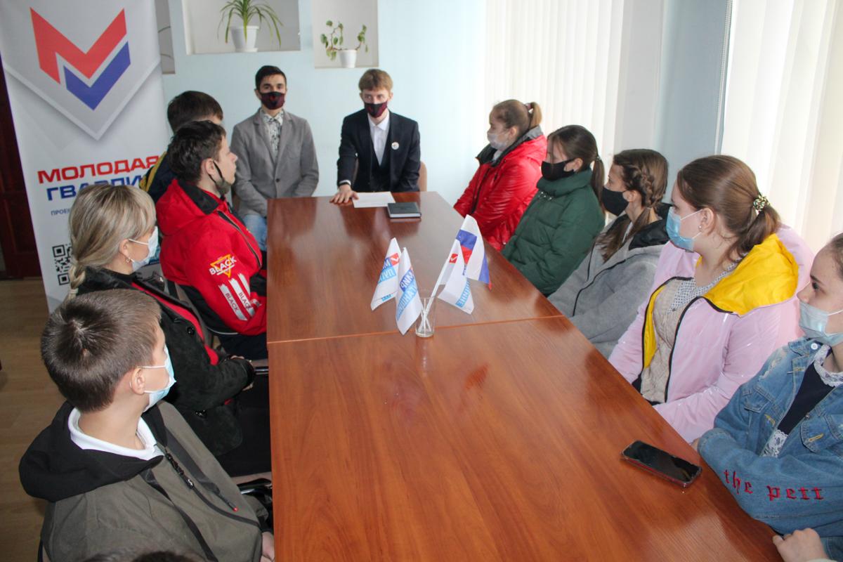 В Славяносербске прошла встреча координатора проекта «Молодая Гвардия» с активистами