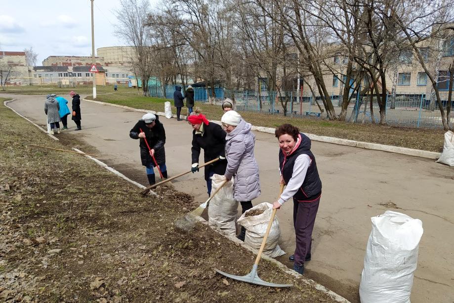 Активисты ОД «Мир Луганщине» привели в порядок парк и улицы Молодогвардейска 1