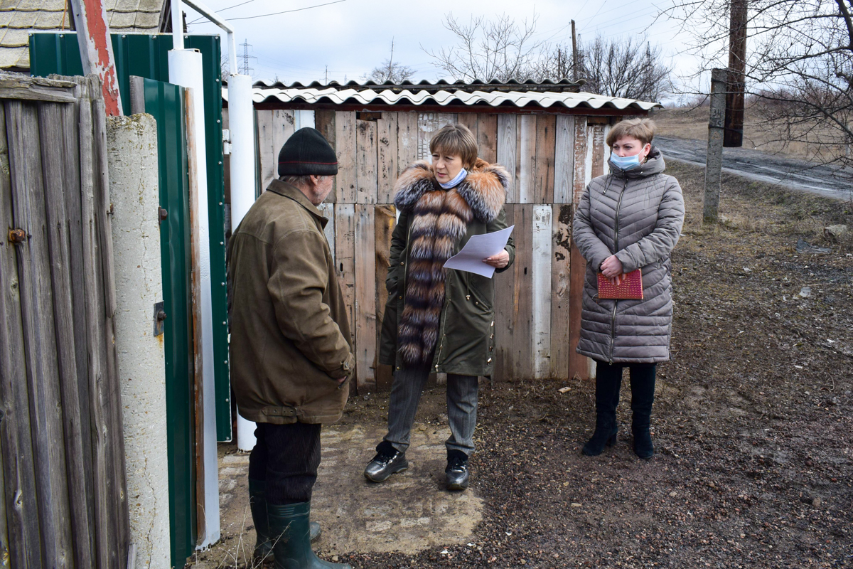 Депутат Народного Совета ЛНР Светлана Алёшина встретилась с жителями села Борщеватое