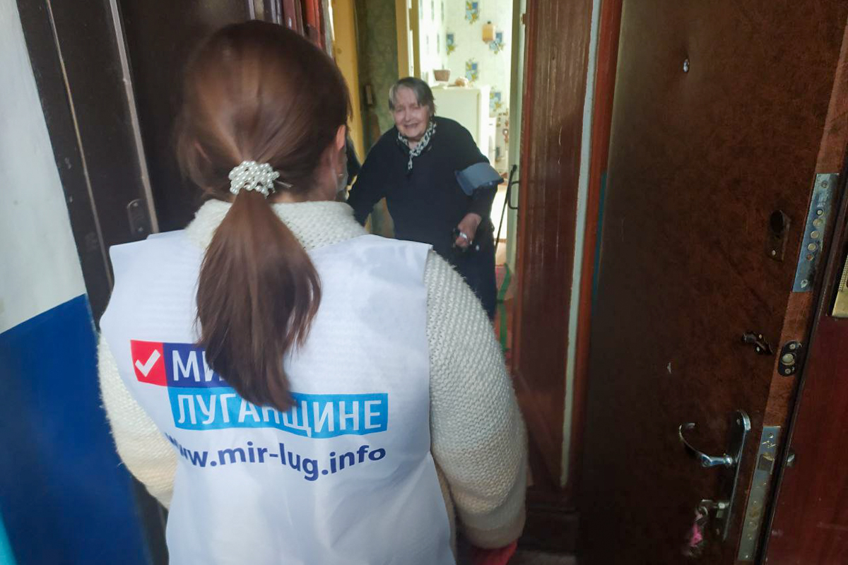 В Первомайске волонтёры помогли двум жительницам города
