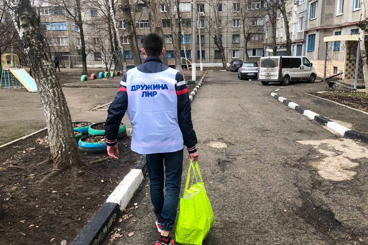 В рамках акции «Рука помощи» волонтёры Стаханова оказали помощь трём жителям города
