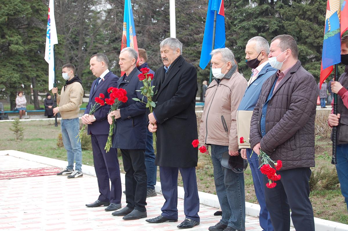 В городах и районах Республики почтили память жертв украинской агрессии 15