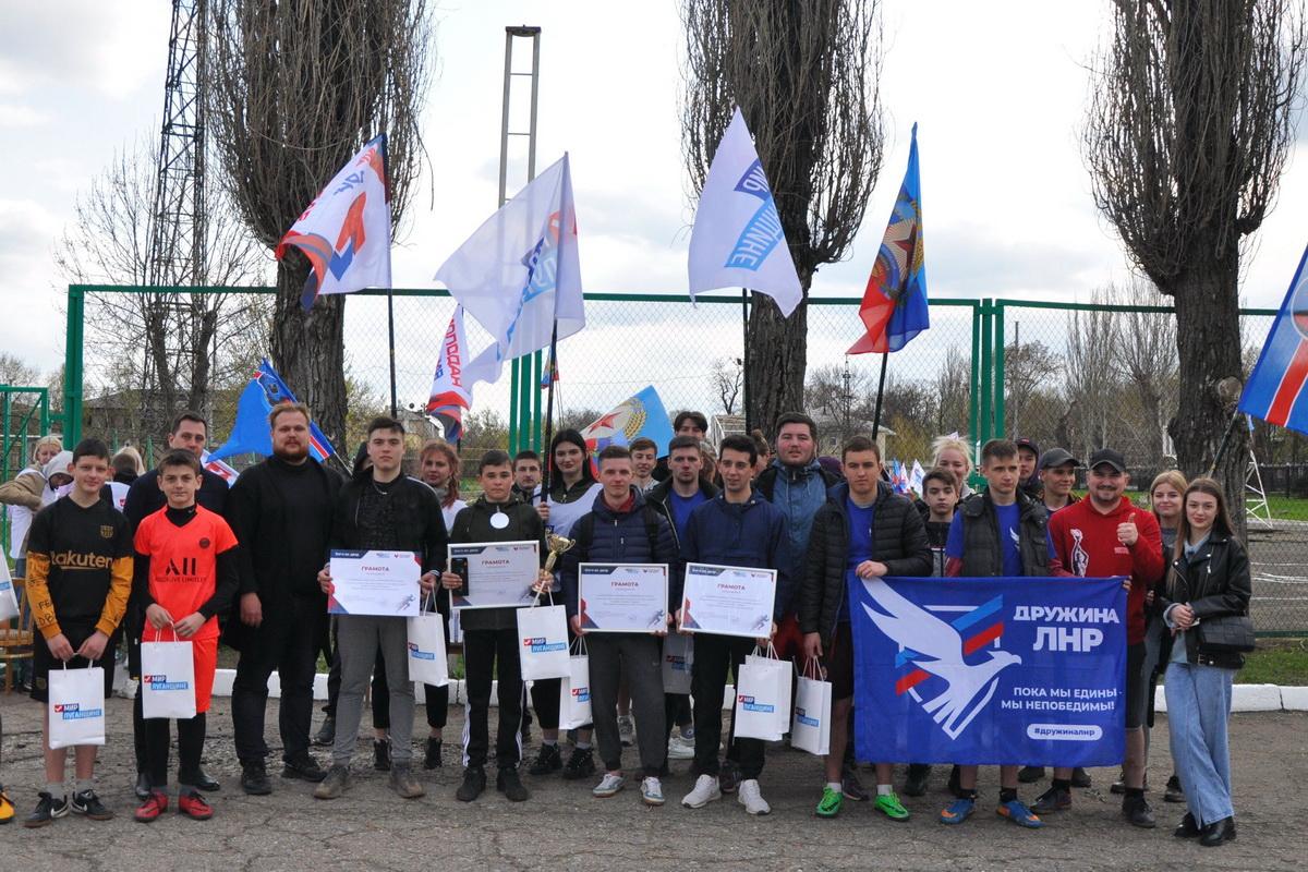 Фестиваль дворовых игр «Беги во двор!» провели для молодёжи Стаханова