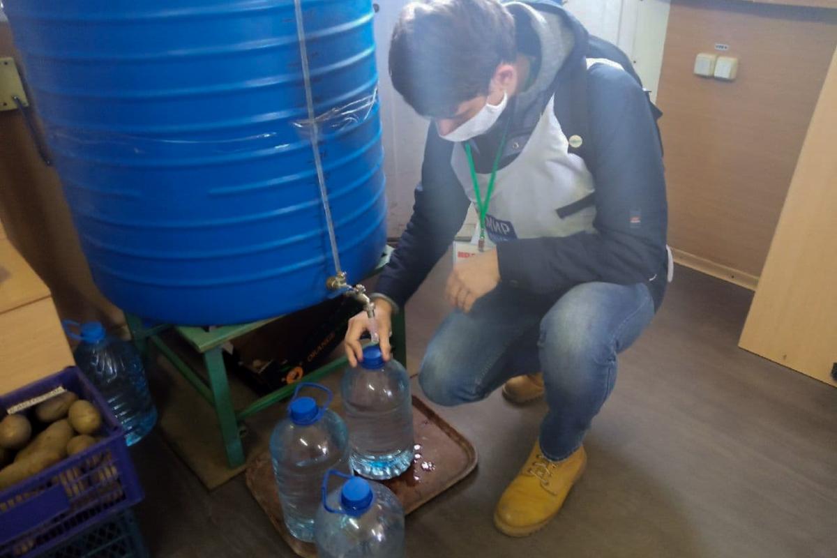 Кировские активисты помогли жительнице города в рамках акции «Рука помощи»