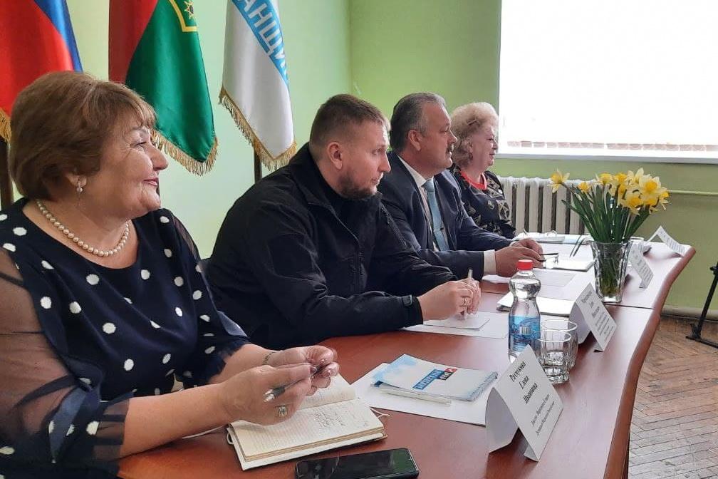 Денис Мирошниченко встретился с активистами ОД «Мир Луганщине» посёлка Крепенский