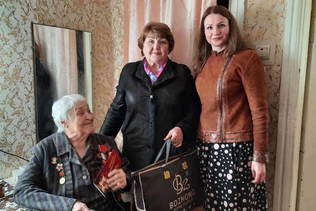 В Антрацитовском районе поздравили ветеранов