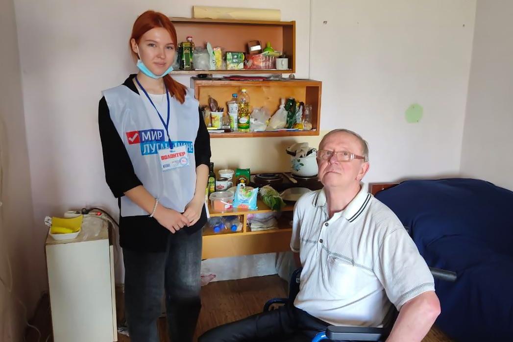 Волонтёры в рамках акции «Рука помощи» за неделю помогли 36 жителям ЛНР