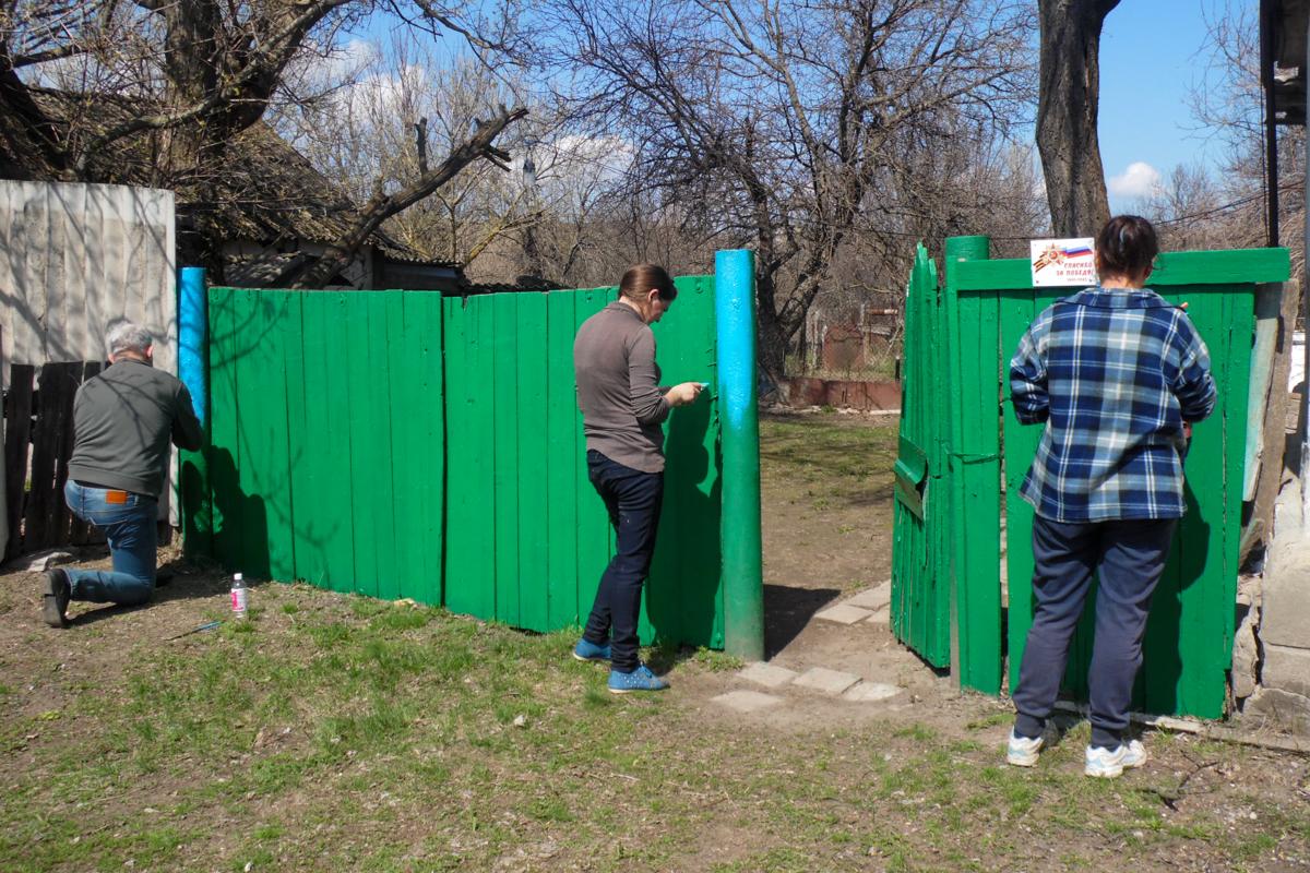 В рамках акции «Начни с себя» работники ОД «Мир Луганщине» помогли жителям разных городов ЛНР 3