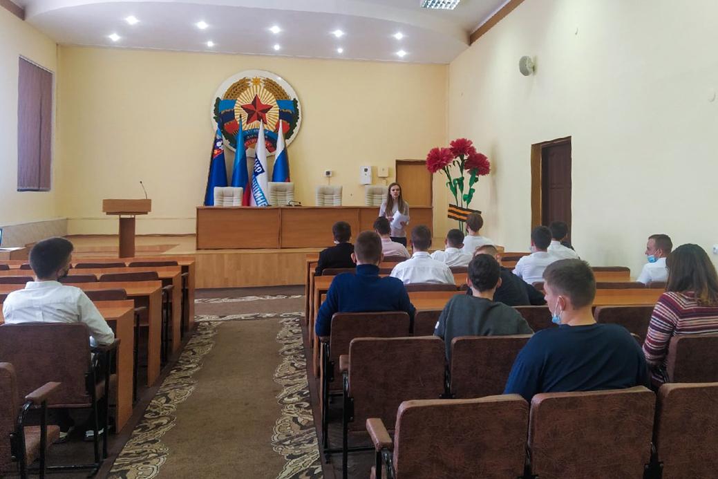 Для перевальской молодёжи провели урок мужества о защитниках Донбасса