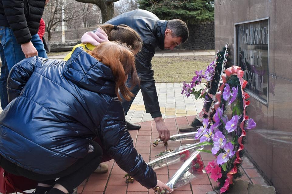 Активисты ОД «Мир Луганщине» в разных городах и районах ЛНР провели мероприятия, посвящённые 7-й годовщине взятия СБУ 2