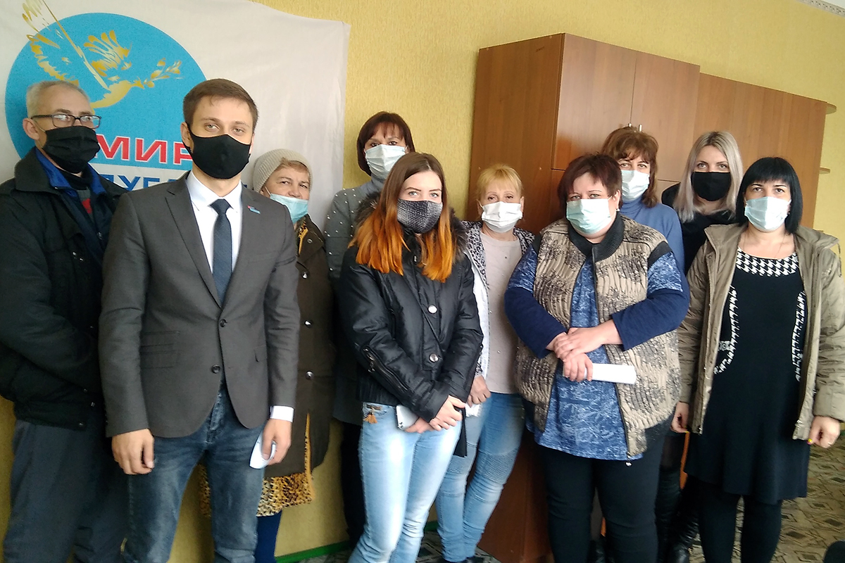 Руководитель исполкома Краснолучского теротделения ОД «Мир Луганщине» встретился с жителями поселка Хрустальное
