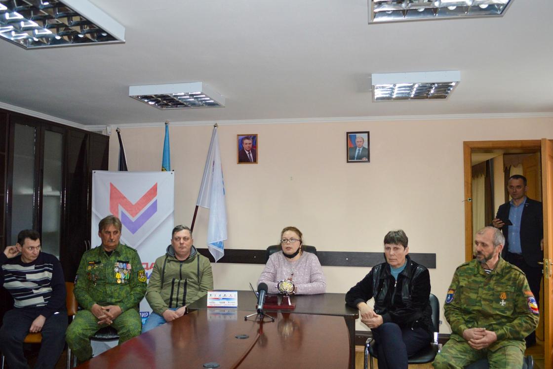 В Свердловске прошел круглый стол, посвящённый 7-й годовщине взятия здания СБУ в Луганске 3