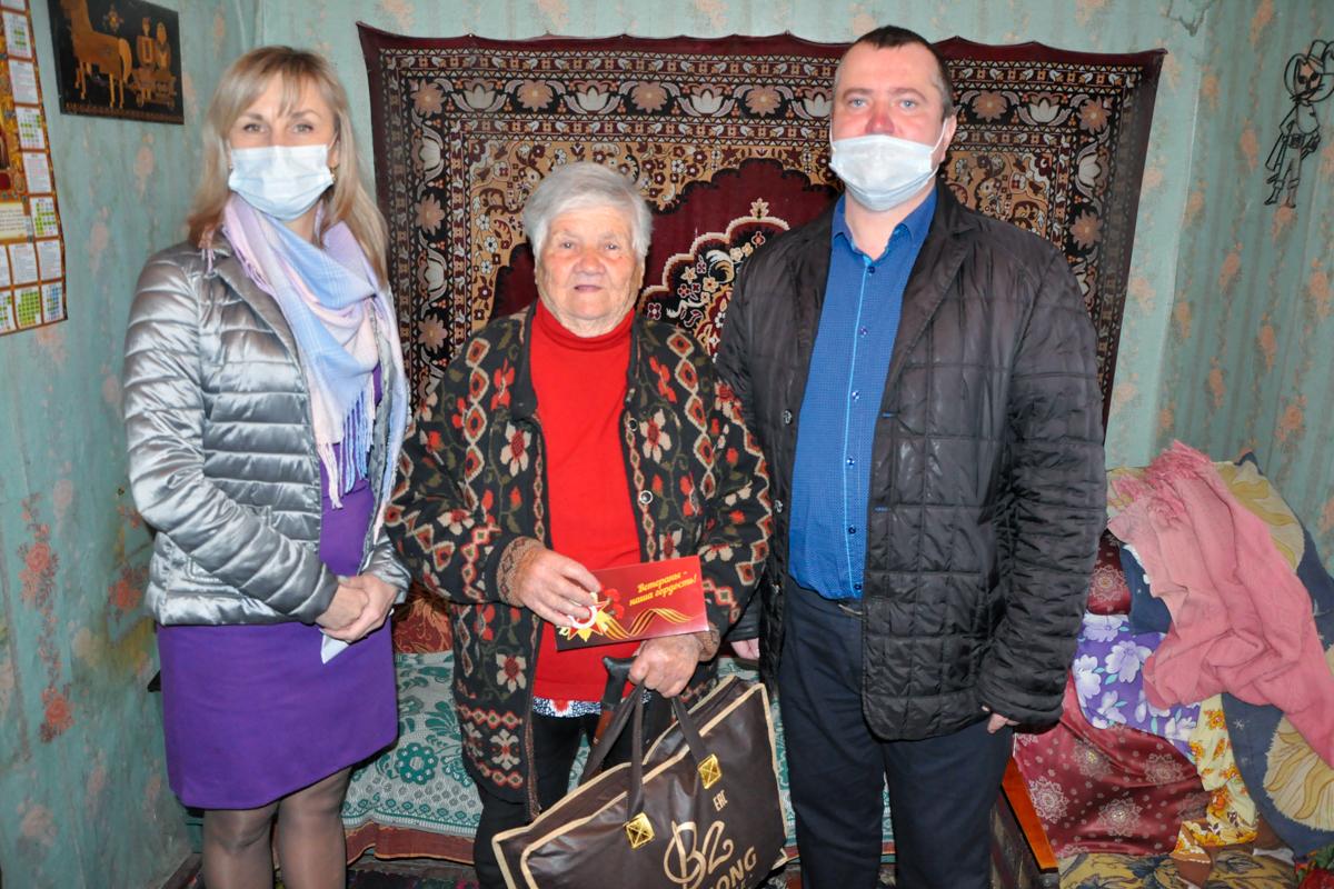 Ветеранам Стаханова передали пледы от проекта «Забота о ветеранах» ОД «Мир Луганщине» 2
