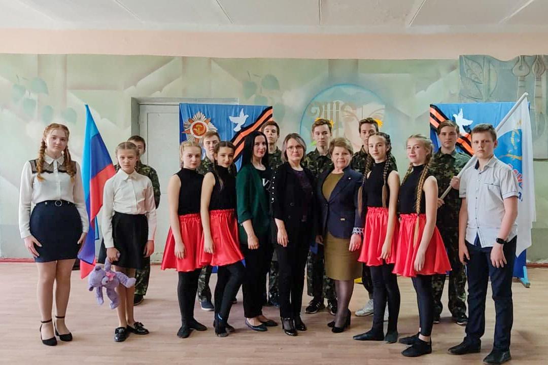 В Стахановской гимназии № 7 прошла патриотическая встреча «Майдан. События войны в Донбассе»