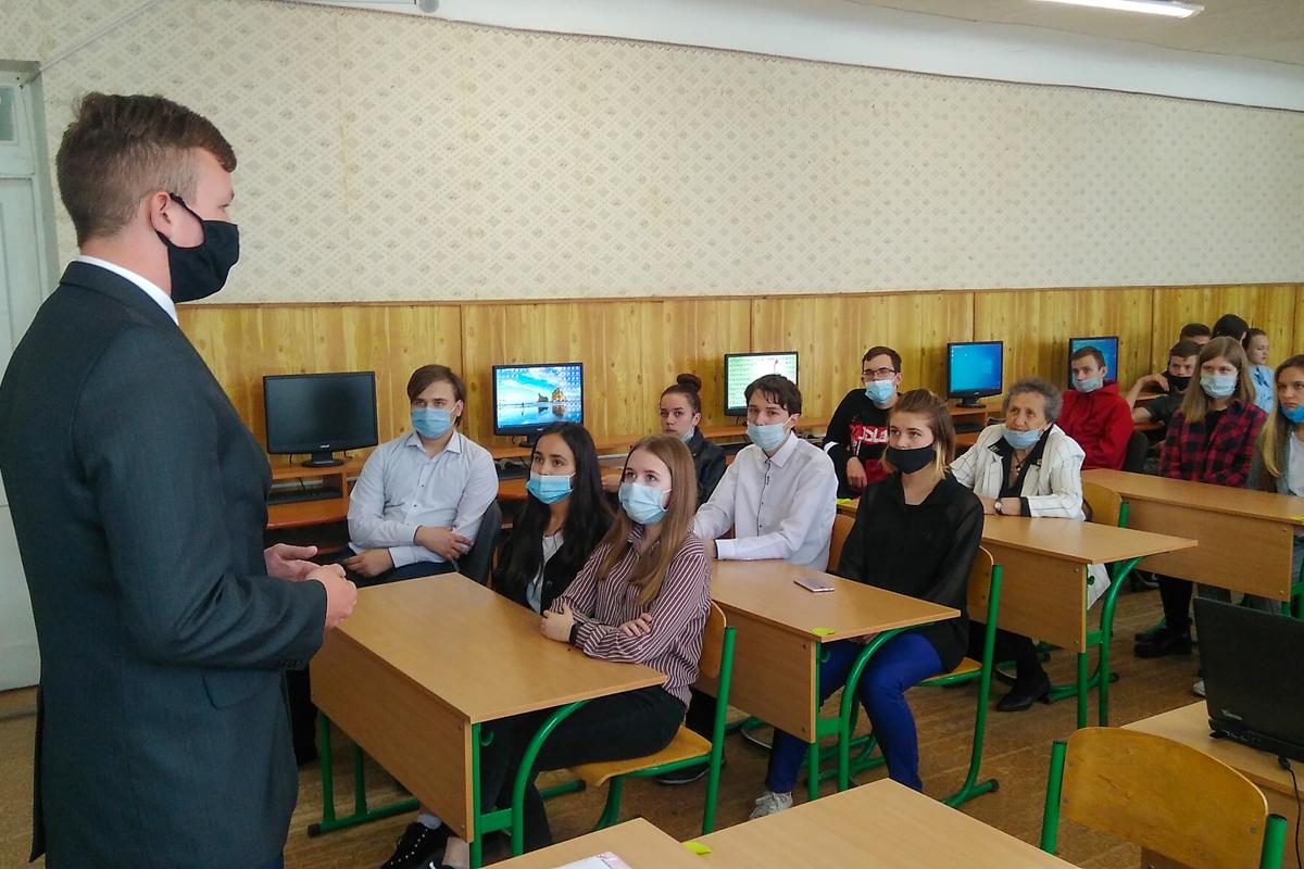 В Вахрушево активисты провели патриотический час «Украинская агрессия против народа Донбасса»