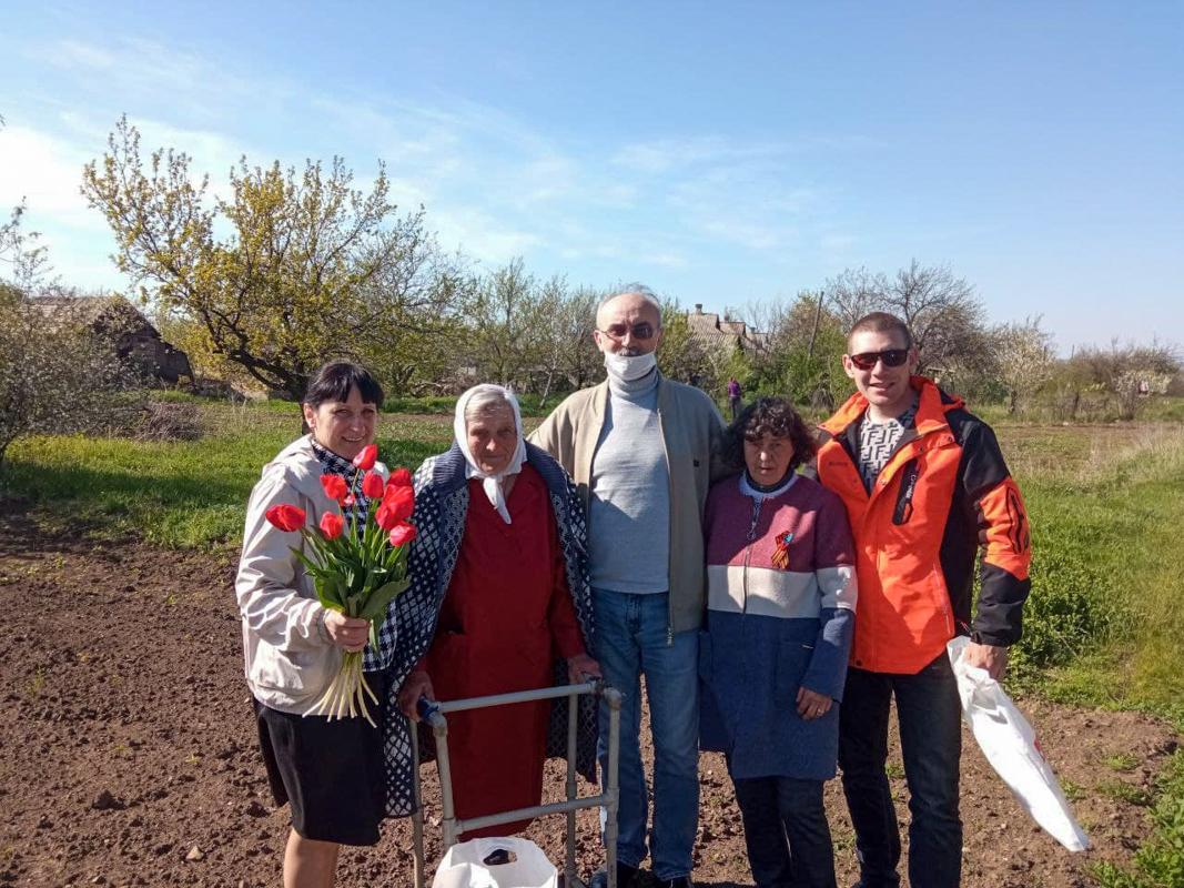 В поселке Червоногвардейское активисты поздравили с 90-летием ветерана труда