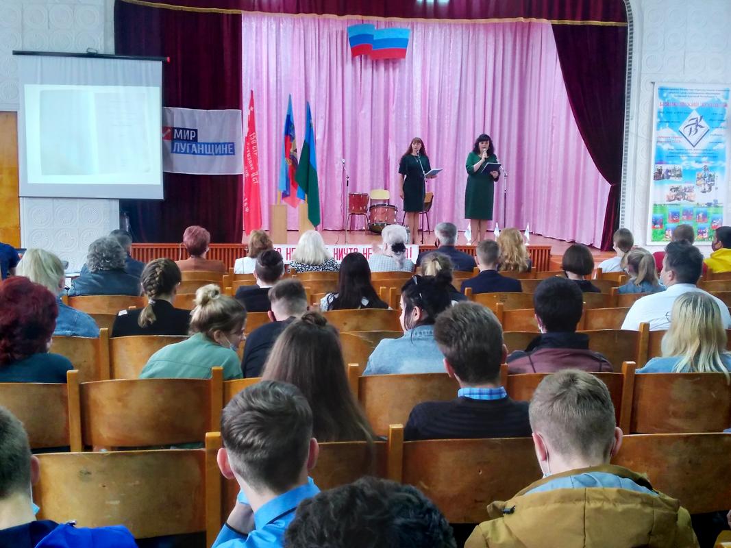 В Брянковском колледже состоялся час истории «И мужество, как знамя, пронесли»