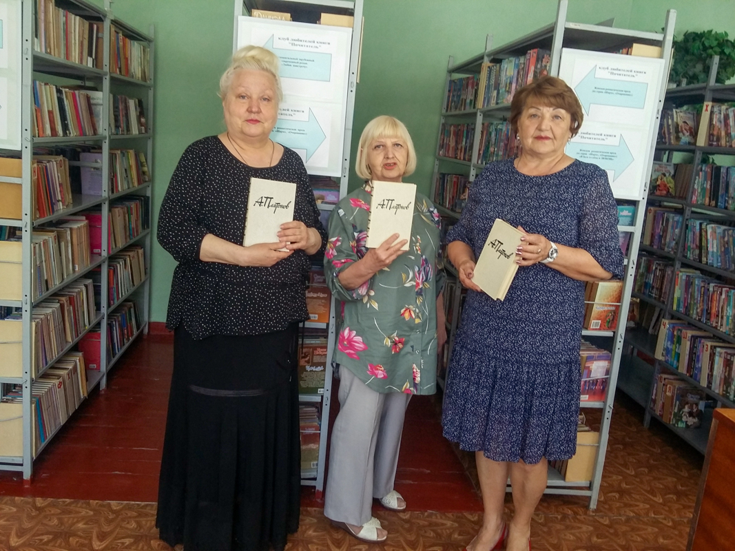 Депутат Елена Рахмукова поздравила библиотекарей в Антраците