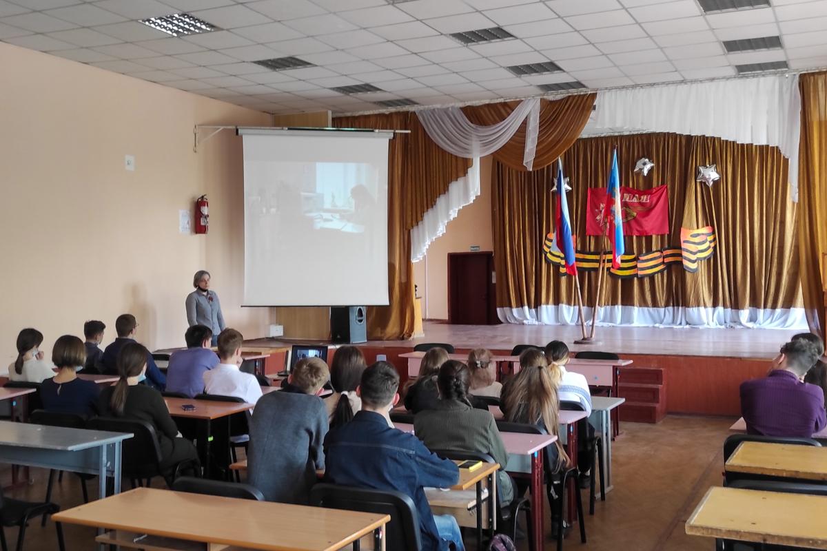 Молодёжи Алчевска рассказали о событиях, происходящих в Донбассе в 2014 году