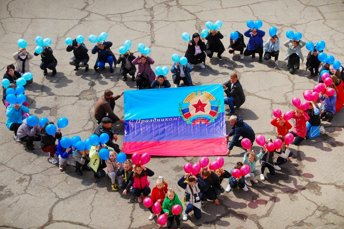 Во всех городах ЛНР активисты отметили День Луганской Народной Республики
