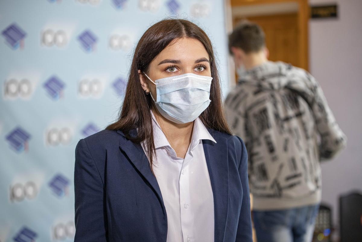 Явка на выборы депутатов Молодежного парламента ЛНР к 10.00 составила более 7 тысяч человек 1