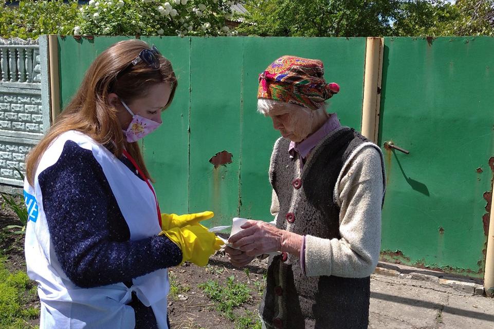 В рамках акции «Рука помощи» волонтеры оказали помощь жительнице Свердловского района