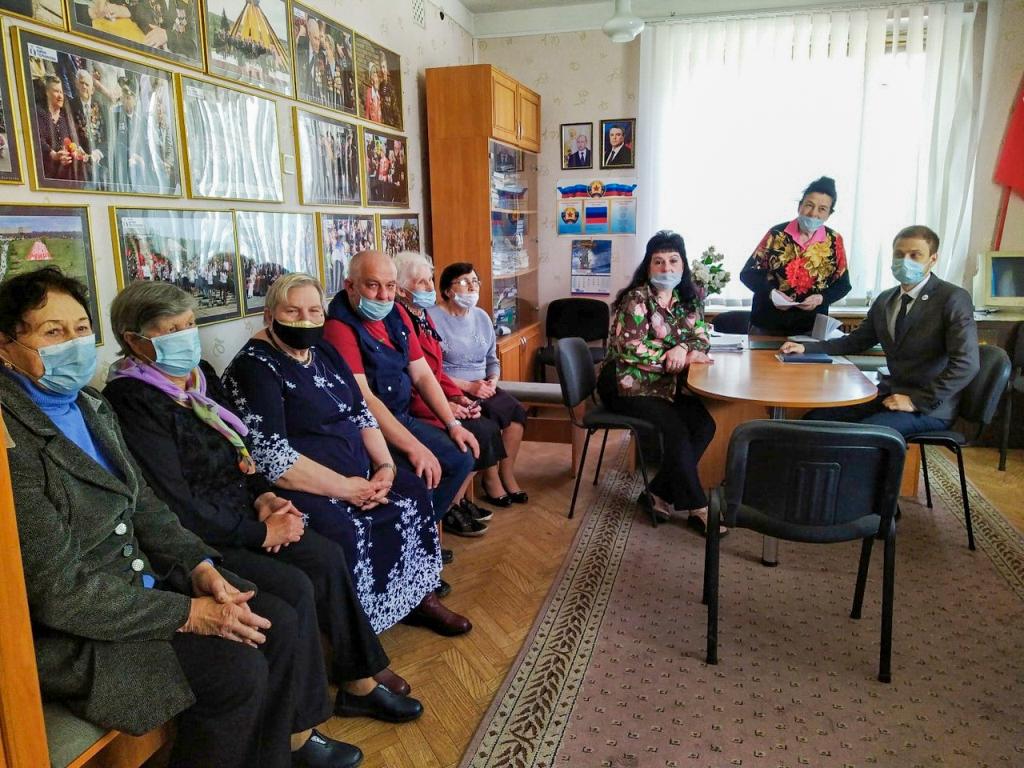 В Красном Луче состоялся круглый стол, посвященный провозглашению ЛНР