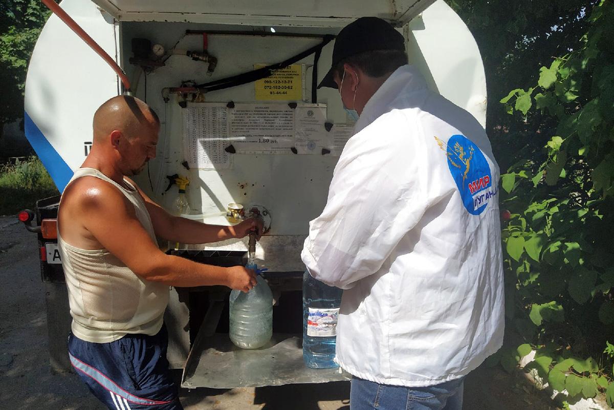 Волонтёры помогли жительнице Перевальска в рамках акции «Рука помощи»