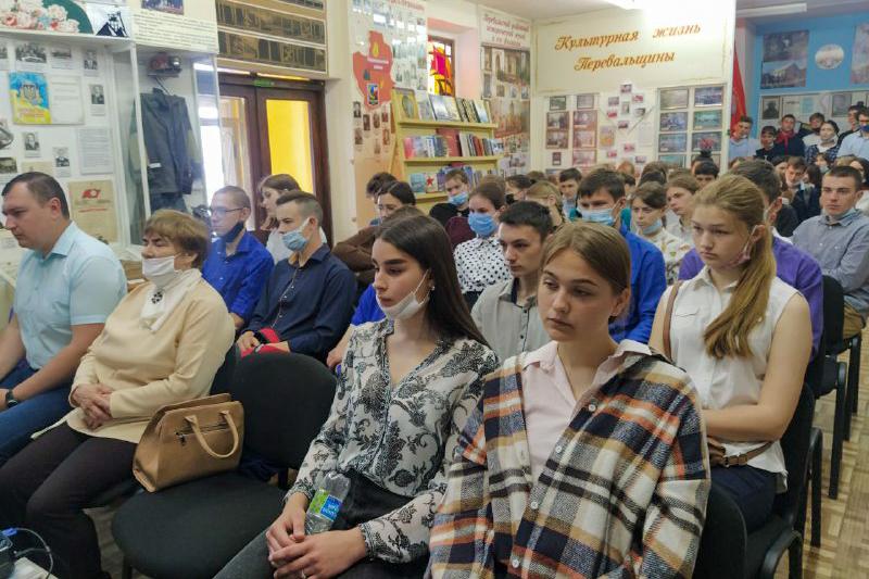 В Перевальске провели патриотический час «Майдан. События войны в Донбассе» 3