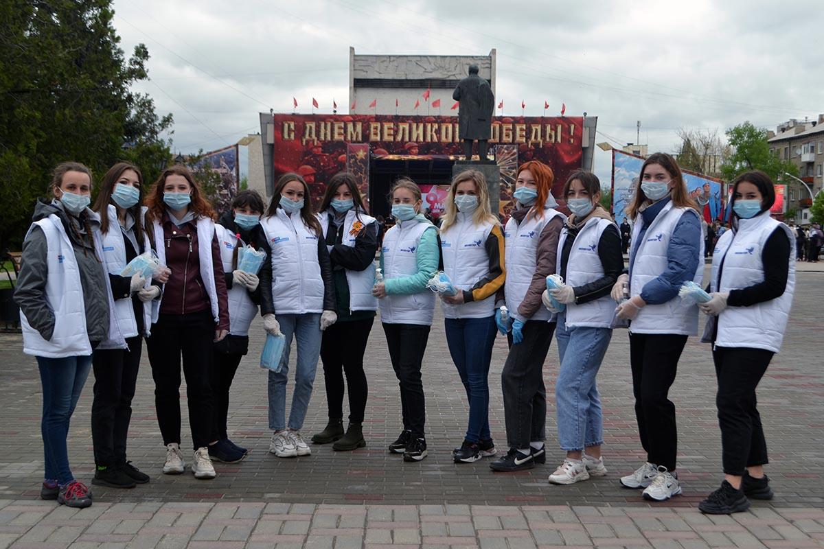 азвали зрителям медицинские маски и обрабатывали руки антисептиками